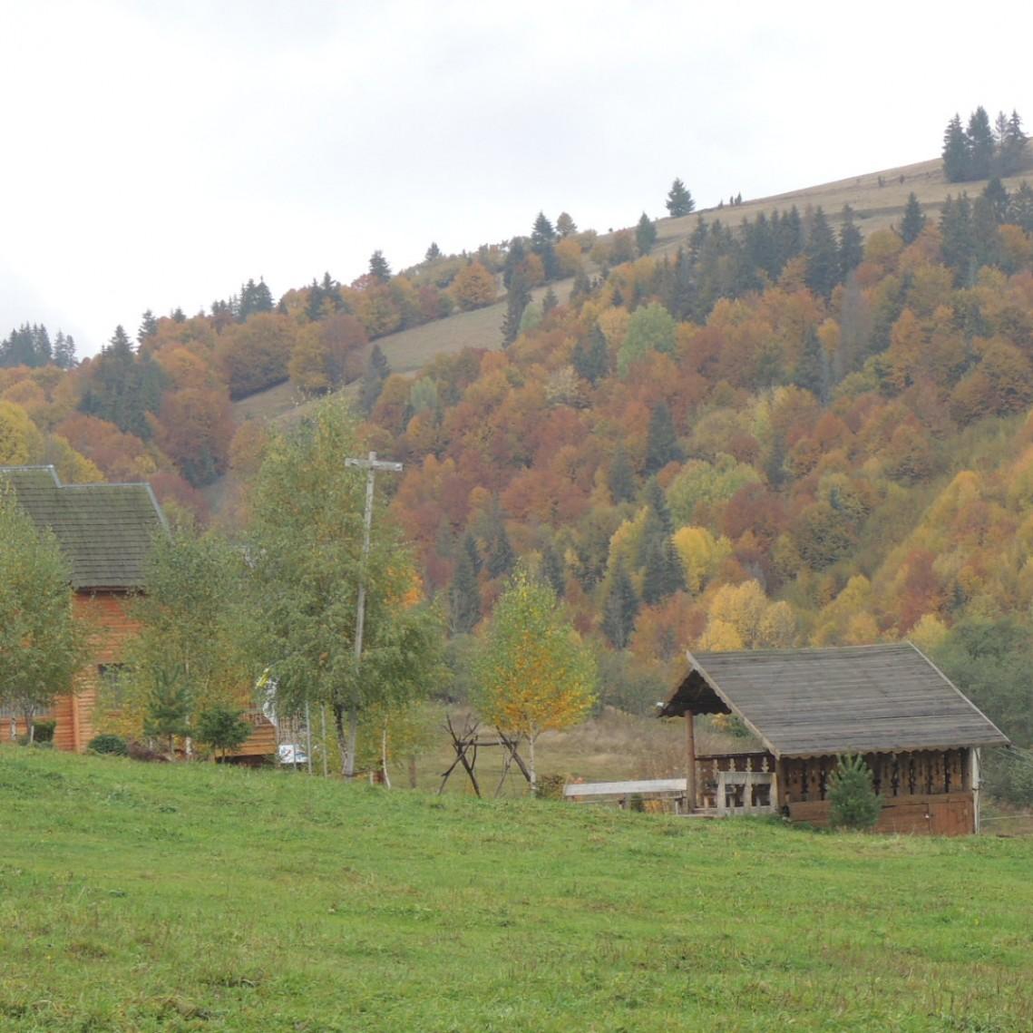 Карпаты. Украина. Село Изки. Осень 2015